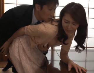 北川礼子 40代美人妻が内装業者に寝取られる