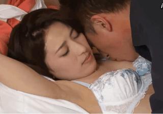 中野美波 少し垂れ気味のおっぱいが性感帯の奥様が乳首を責められ昇天