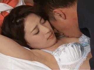 少し垂れ気味のおっぱいが性感帯の奥様が乳首を責められ昇天