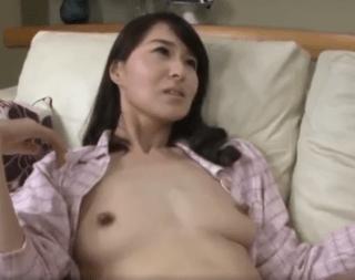 北川礼子 オナニーを盗撮されセックスを強要される美しい友人の母