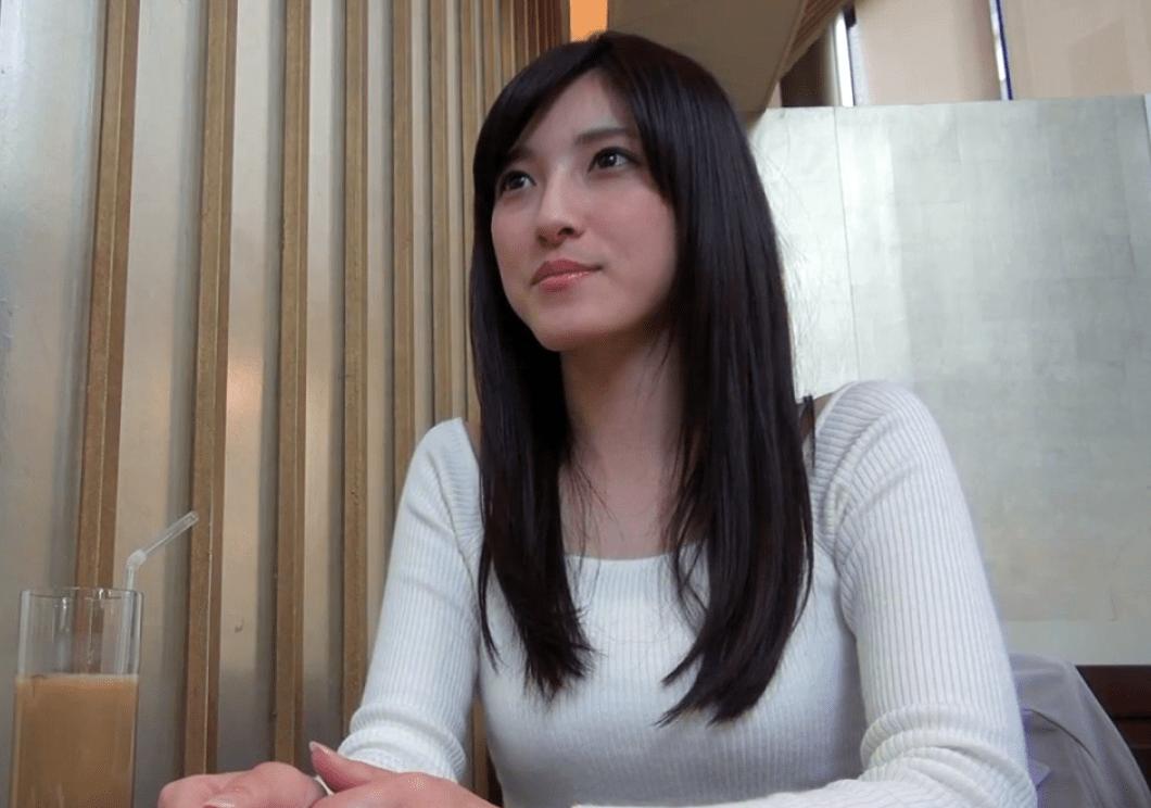 沖田梨乃 清楚で純粋そうに見えて実は変態人妻、あまりの気持ちよさに我を忘れてイキまくる