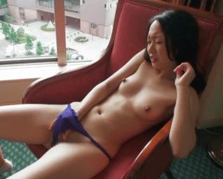 阿川直子 夫とのセックスに不満、爽やか極太乳首の人妻がベッドの上で何度もイキまくる