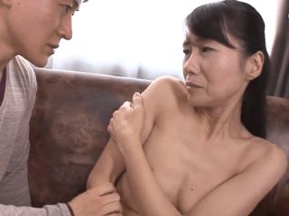 母親が久々に味わう口づけで欲情しちゃう!キスだけのつもりだったのに性欲が抑えられずに自ら腰を振り昇天しちゃう!