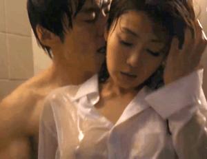 恥ずかしがってた人妻がキスで欲情!四十路の美人看護婦が久しぶりのセックスに高揚し大乱舞!