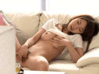 隣人の超美人妻のオナニーを目撃したことをきっかけに汗だく濃厚セックスで中出し!