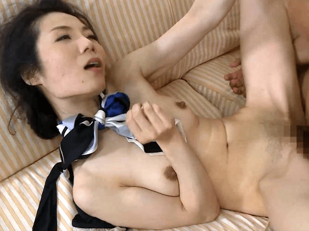真山由夏 妖艶でエロい性欲が盛んな奥様!スレンダー美熟女が育児の合間に他人とセックス!