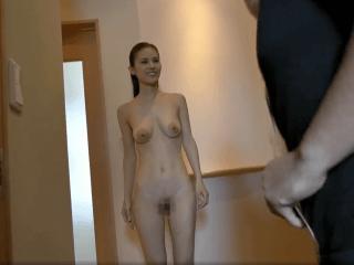 お宅に訪問するといつも全裸で迎えてくれる人妻!アラフォーのスレンダー巨乳奥様が男たちを魅了!