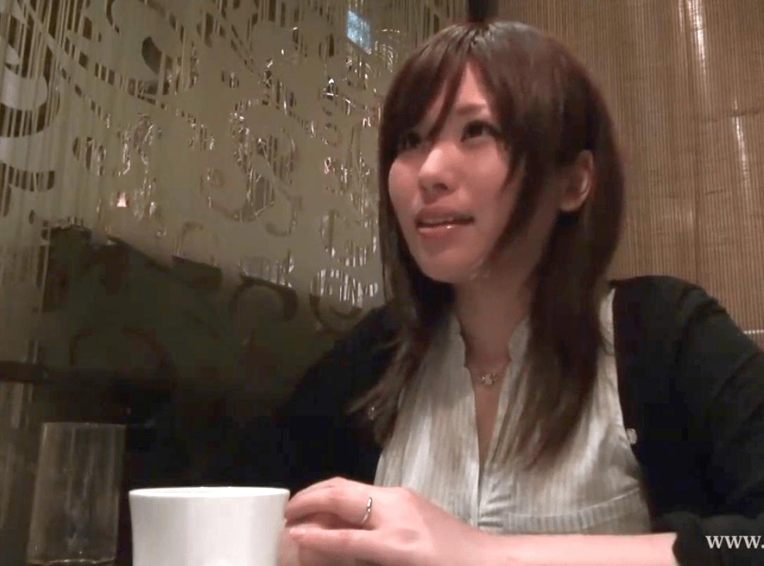 向井彩 男性経験2人!色白で凄く綺麗な裸体の人妻が社会勉強!