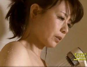 三浦恵理子 アラフィフの妻の親友と二人きり!最初は強引さに戸惑っていたが雰囲気に流されてセックスしてしまう