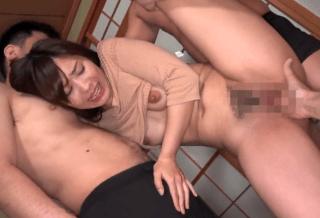 岡本結衣 乳輪がでかめのアイドル級の人妻が強制セックスで4P!敏感な肉体は激イキで潮吹き!