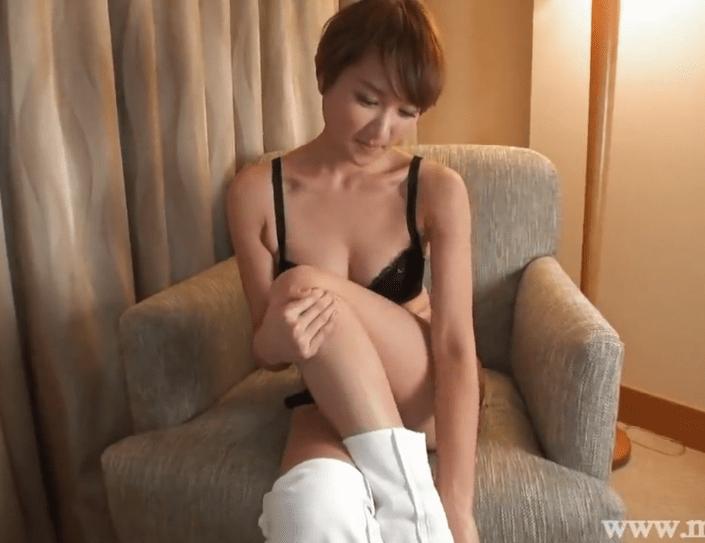 山田遥 知的でスレンダーボディーの人妻が肉棒で突かれ快楽の表情で悶えまくる