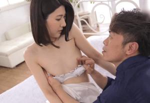 元モデルの貧乳スレンダー人妻が緊張しながら濃厚セックス