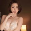 かすみりさ 高級ブラの上から乳房を揉みしだき、色白スレンダーな身体を堪能!