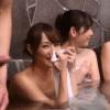 【人妻ナンパ】温泉で大学生のチ〇ポを見たママ友たちが興奮!青年肉棒を奪い合うバトルに発展!