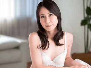 10年以上セックスレスのインテリ貧乳熟女が初撮り!スレンダーな体はアバラも性感帯!