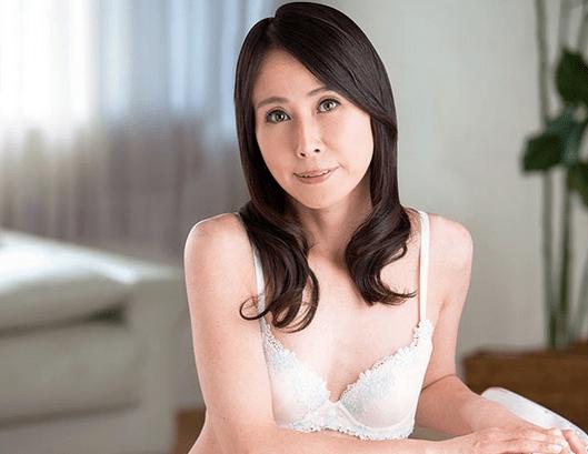 楓美知子 10年以上セックスレスのインテリ貧乳熟女が初撮り!スレンダーな体はアバラも性感帯!