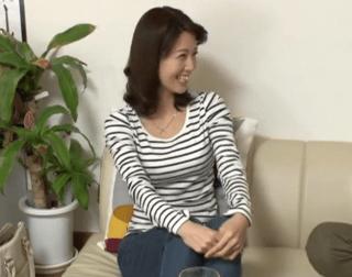 【人妻ナンパ】垂れパイだけど笑顔が素敵な凄くキュートな奥さん!