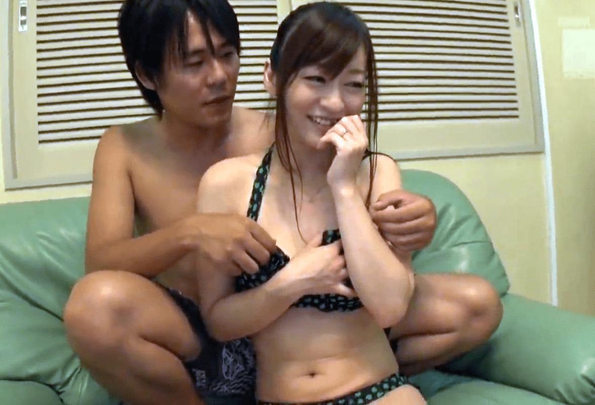 【人妻ナンパ】水着のを取ると美巨乳と丸々と太った乳首の奥様!排卵日なのに旦那に内緒で背徳の中出しセックス!