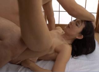 一色桃子 もう巨根じゃないと満足できない!膣奥を貫かれる快感を覚えた人妻が巨根を想像するだけでアソコが濡れまくり