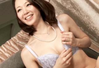 【人妻ナンパ】上品な美淑女が流行りの電マにメロメロ!発情した人妻は他人棒を受け入れて中出しフィニッシュ!