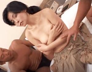 超乳な素人妻をナンパ連れ込み!乳を揉まれると段々気持ち良くなってしまい淫乱ぶりを曝け出す一部始終を盗撮!