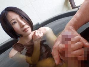 素人 情熱的な九州の美人妻!旦那に浮気され寂しさを紛らわすために他人と背徳セックス