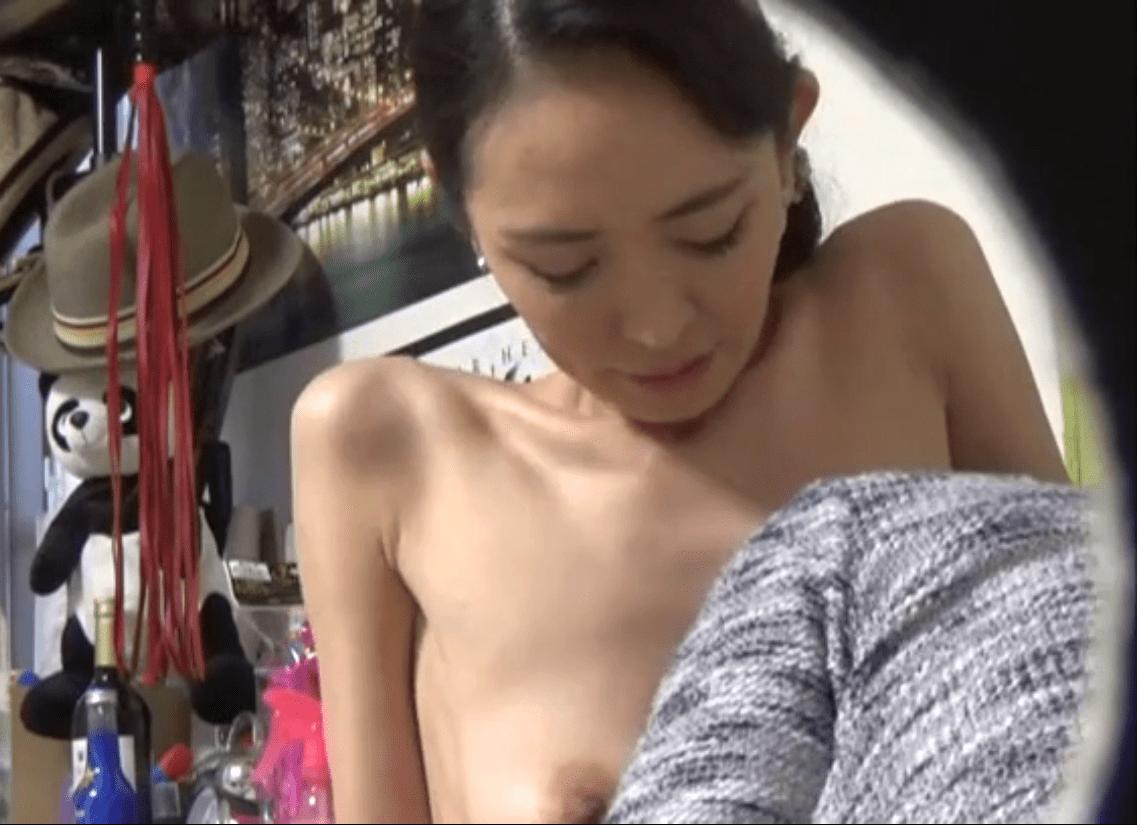 【人妻ナンパ】上品なスレンダー奥様の淫らな姿を盗撮!40代の妖艶な人妻がチ〇コを咥え込む!