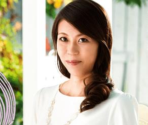 誰もが振り返ってしまう秋田美人の奥さん!母親からオンナに変わるアラフォー妻が潮を噴いてイキまくる超本気セックス!