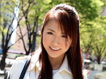 松木絢子 とてもキュートな人妻が見知らぬ男性と3P!エロい下着の下は乳首ビンビンのスレンダーボディ!