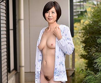 竹内梨恵 いつも全裸でパジャマを着る美熟女がエロ過ぎ!隣人を胸チラで勃起させてち〇ぽにしゃぶりつく!