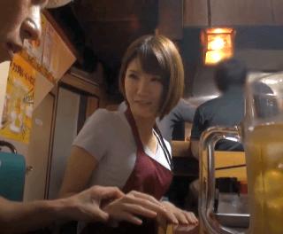 【人妻ナンパ】スレンダーでFカップ肉食系人妻!交渉して仕事終わりの汗ばむ体でハメ撮り!