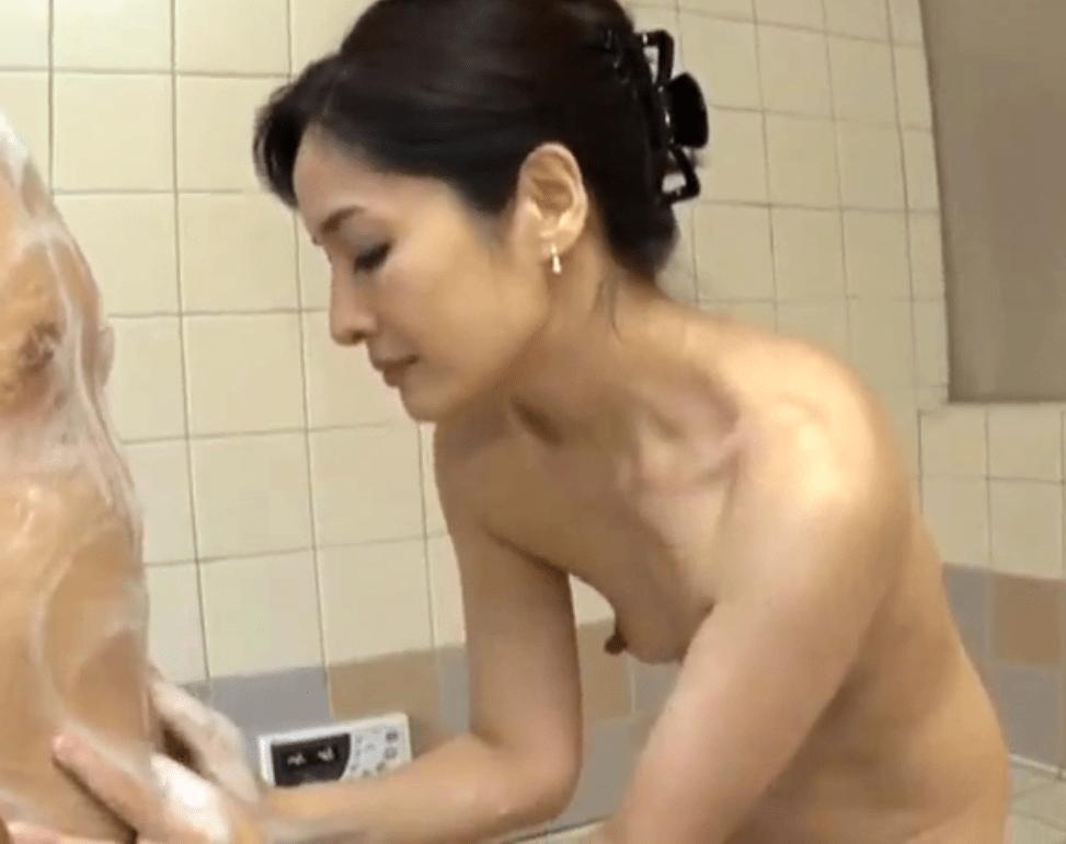 寺崎泉 息子に欲情された母親!42歳の熟れた貧乳具合の良い熟女が息子と乱れまくりのセックス!