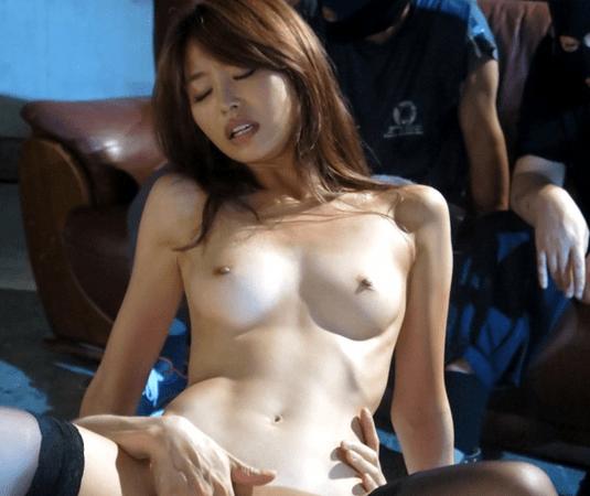 夏目彩春 スタイル抜群のスレンダー女!誘拐された資産家の娘が大勢の前でレイプされる!