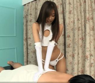 夏目彩春 コスプレ彩春が素の性接客!普通のマッサージをするはずが手コキや素股の特別サービス!