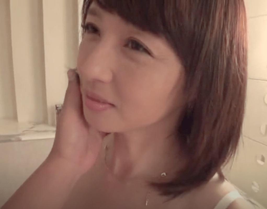 安野由美 美容関係会社に勤める五十路の超美人奥様!旦那に平気で嘘をつきホテルで男とセックス三昧!