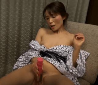 隅田涼子 55歳の超熟おばさんが大人のおもちゃに興味津々!極太乳首やアソコを刺激して喘ぎまくり!