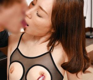 君嶋さくら ちぎれそうなくらい長乳首を責められる人妻!全身性感帯の超敏感スレンダー奥様!