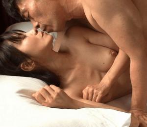 秋葉莉子 肉棒大好きなフェラテク人妻!フィニッシュは舌を出して精子を要求