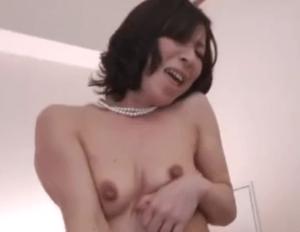 【人妻ナンパ】ブラを外すと垂れ乳と太い乳首が露わに!まだまだ現役の美熟女は性欲旺盛!