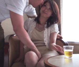 清楚な顔した奥さんは抱き心地満点の極上エロボディ!初めて会った男と本気の中出しセックス!