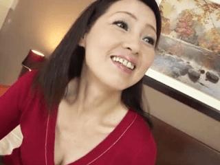 【初撮り】ホントに55歳!?綺麗すぎる五十路妻が巨乳を持て余しエッチしたくてAV撮影に応募しちゃう!