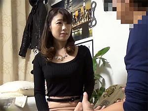 【人妻ナンパ】子育てが一段落した43歳の専業主婦!セックスする気満々で部屋までやってきた巨乳妻!