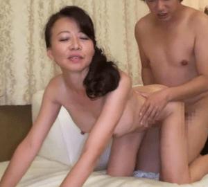 48歳には見えない華奢な若々しい貧乳奥さんの欲求が爆発!久しぶりに味わう恋人のような濃厚セックスに激イキ!