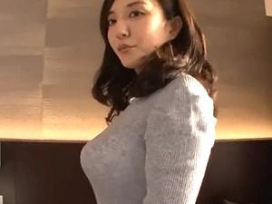 美魔女ナンパ!妖艶フェロモンが半端ない巨乳人妻がセンズリ鑑賞、素股、ハメ撮り!ヤバすぎるエロさ!