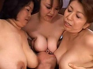 超ド迫力の肉弾ハーレム!3人のぽっちゃり熟女に精子が枯れるまで抜かれる乱交セックス