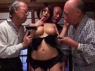 枯れたお爺ちゃんのチンポも勃起するグラマラスな孫の嫁…老人たちの肉便器にされる中出し乱交セックス