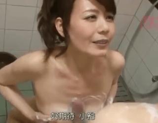 43歳の三浦恵理子が綺麗でスタイル抜群!ブサイク童貞息子のために愛くるしい笑顔と母性でセックスを手ほどき!