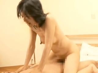 【初撮り】Mっ気たっぷりの超淫乱体質の熟女がガチでイキまくり!44歳の長乳首奥さんが初撮りで晒す本気の素のセックス!