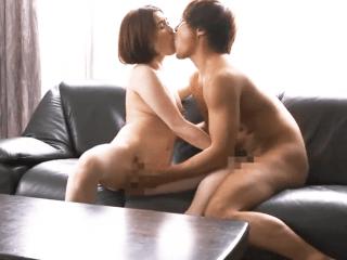 【ながえスタイル】超いやらしく絡みつく舌で濃厚過ぎるセックスをする奥さん!お互いの性器を刺激しあい家の至る所でハメまくり!