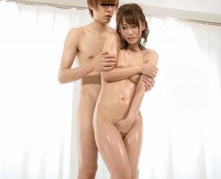 『綺麗な裸を残しておきたい』自慢の妻がメモリアルヌード撮影!共演男性のチ〇ポを見て愛液を垂らしちゃった奥さんが浮気!